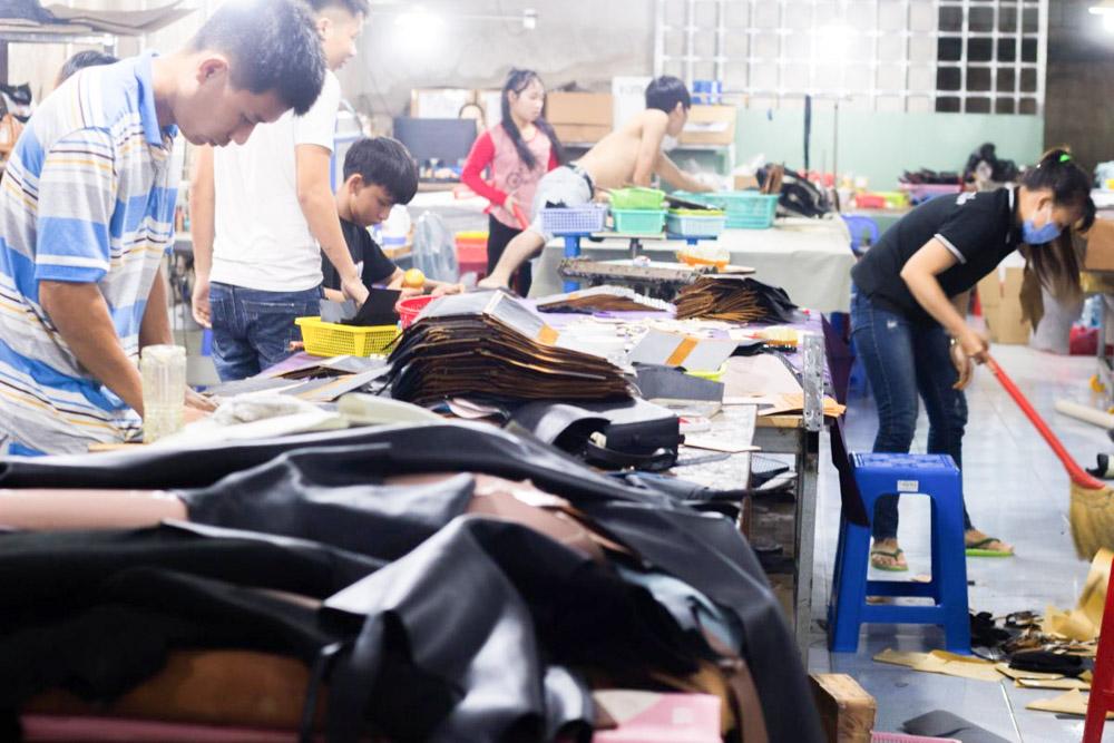 Xưởng ví da, Xưởng chuyên nhận sản xuất, gia công ví da 7