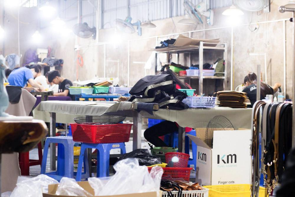 Xưởng ví da, Xưởng chuyên nhận sản xuất, gia công ví da 79